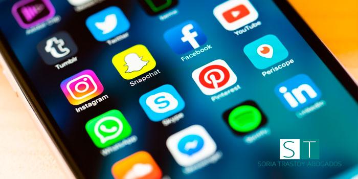 Implicaciones legales del uso de las redes sociales. Delitos en redes sociales. SORIA TRASTOY Abogados.